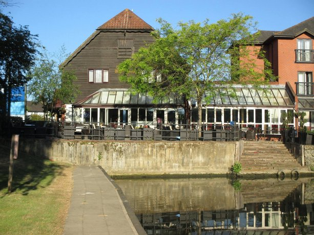 The Bridge Hotel Chertsey