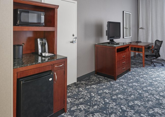 About Hilton Garden Inn Lake Forest Mettawa