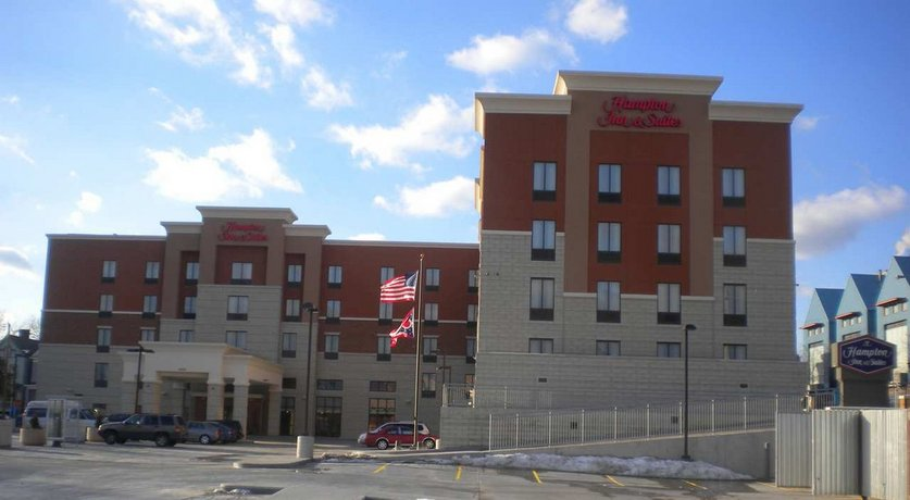 Hampton Inn & Suites Cincinnati Uptown-University Area