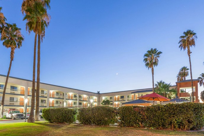 Super 8 by Wyndham Bakersfield Central