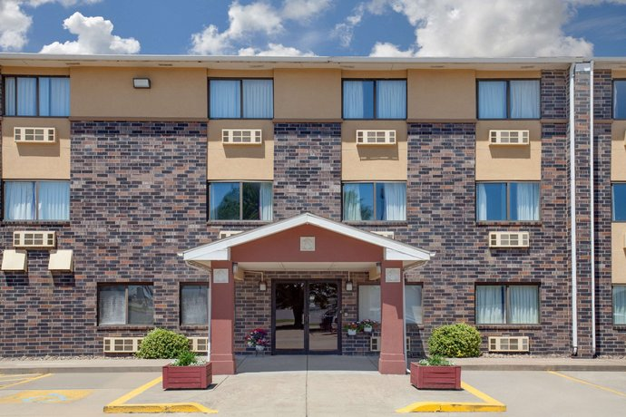 Super 8 by Wyndham Evansville East Hotel