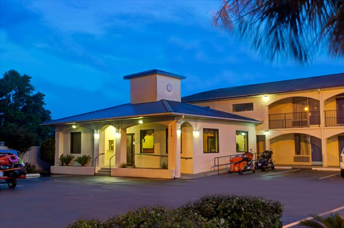 Super 8 by Wyndham Walterboro