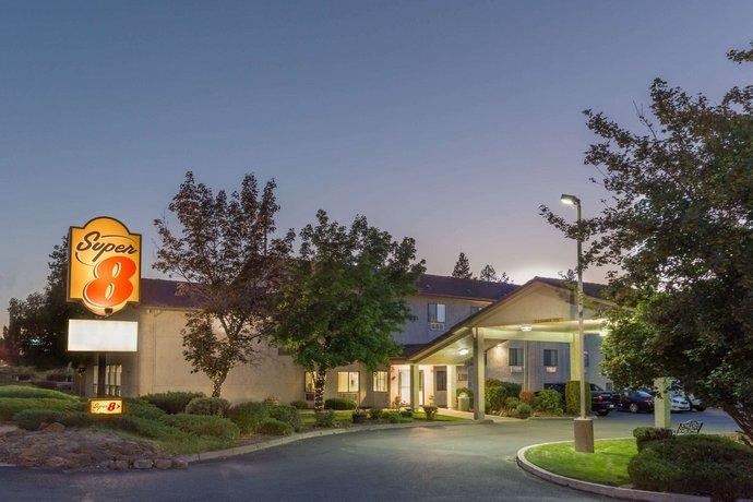 Super 8 Motel Bend