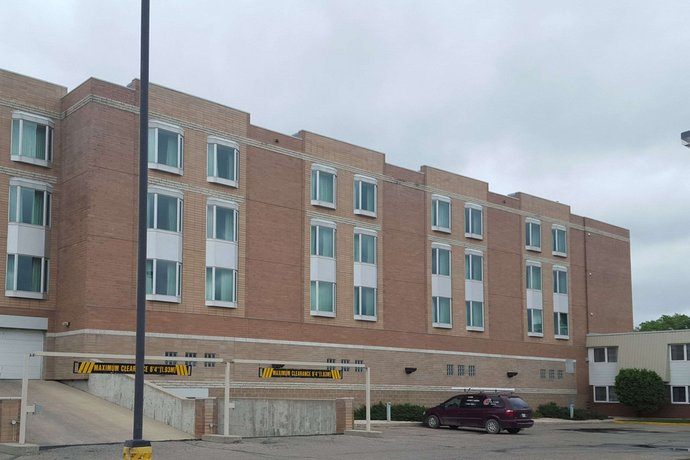 Clarion Hotel & Suites Brandon