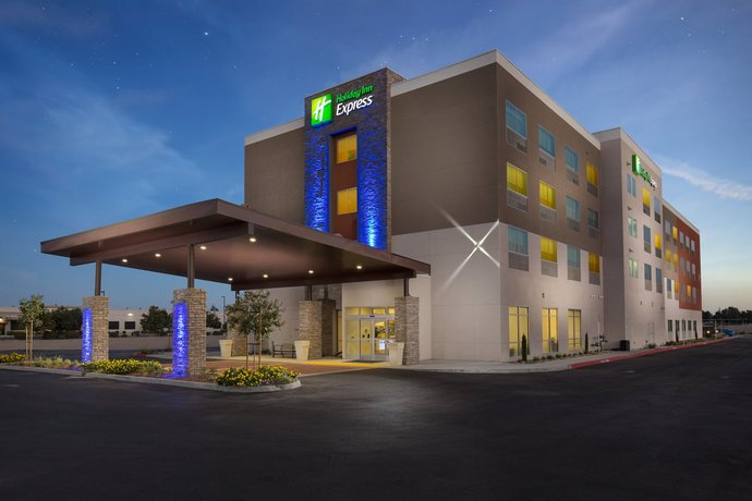 Holiday Inn Express VISALIA