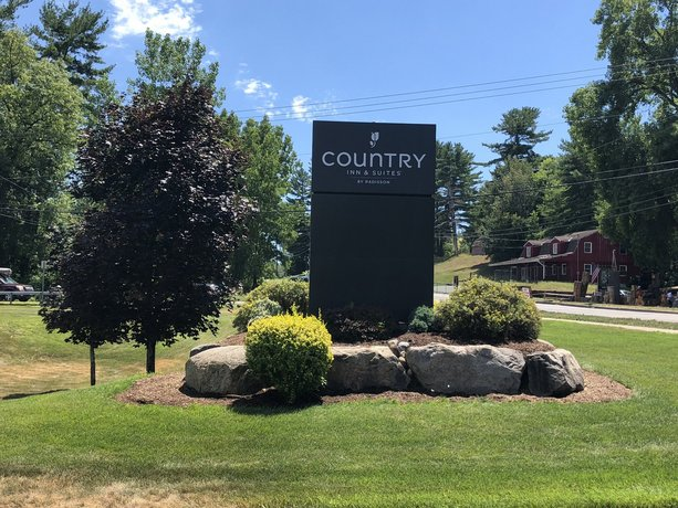 Country Inn & Suites by Radisson Lake George Queensbury NY