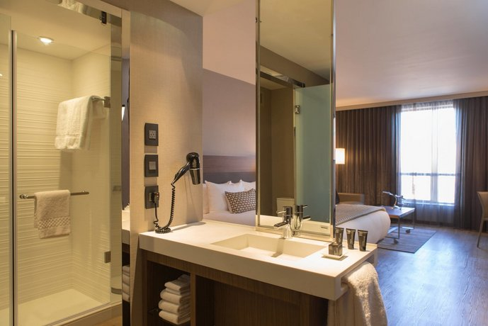 About Ac Hotel Kansas City Westport