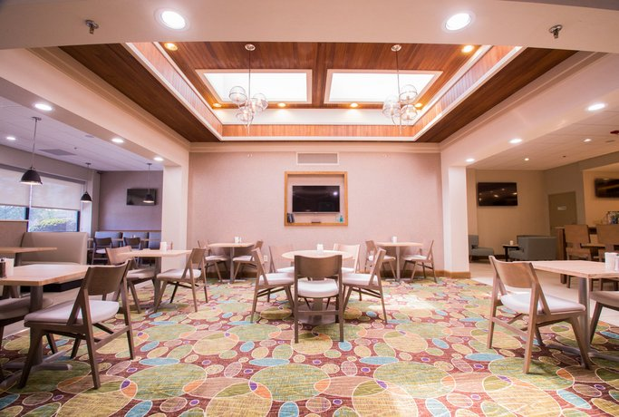 holiday inn greenville compare deals. Black Bedroom Furniture Sets. Home Design Ideas