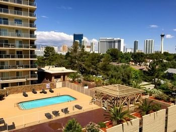 AAA 2BR Condo with Pool View