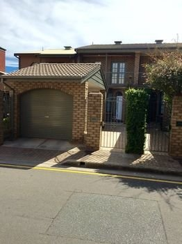 Chic Townhouse in North Adelaide