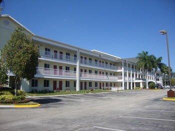 Crossland Economy Studios - Fort Lauderdale - Commercial Blvd
