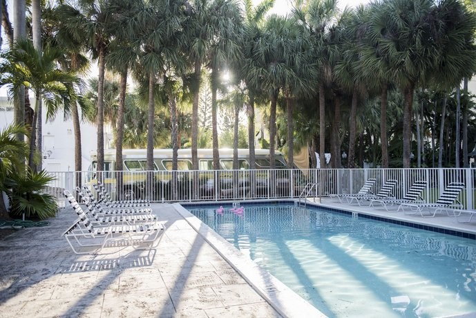 Playful 2br In Miami River Inn By Sonder