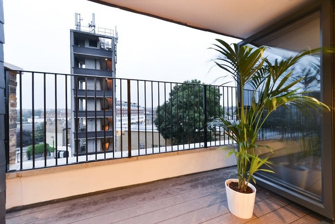 Hotel Style Penthouse Located Close To Central 8
