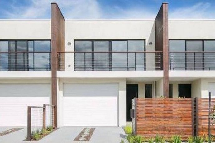 Lakeside Crescent Townhouse Keilor East