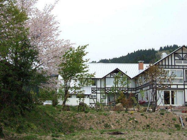 Hachi Kogen Petit Hotel White Wing