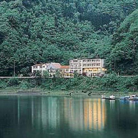Shoji Lake Hotel