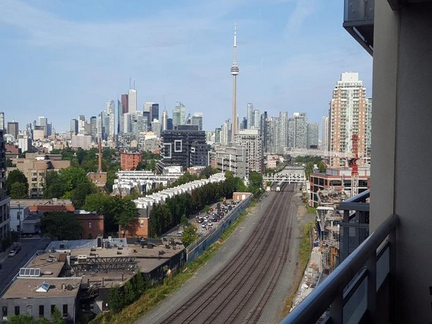 Lavish Suites - Brand New Two Bedroom - CN Tower view