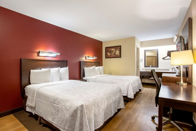red roof inn plus wilmington newark compare deals. Black Bedroom Furniture Sets. Home Design Ideas