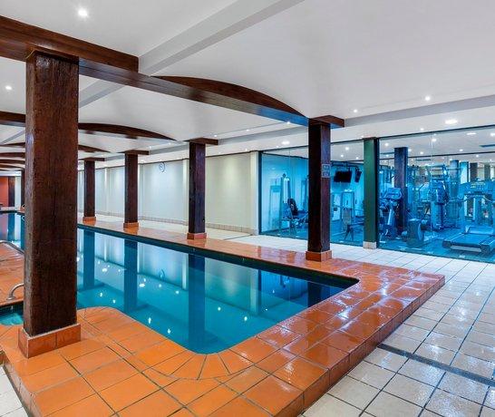 Cook Street Apartments: Oaks Goldsbrough Apartments, Sydney
