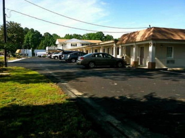 The Whispering Pines Motel- Whitestone White Stone