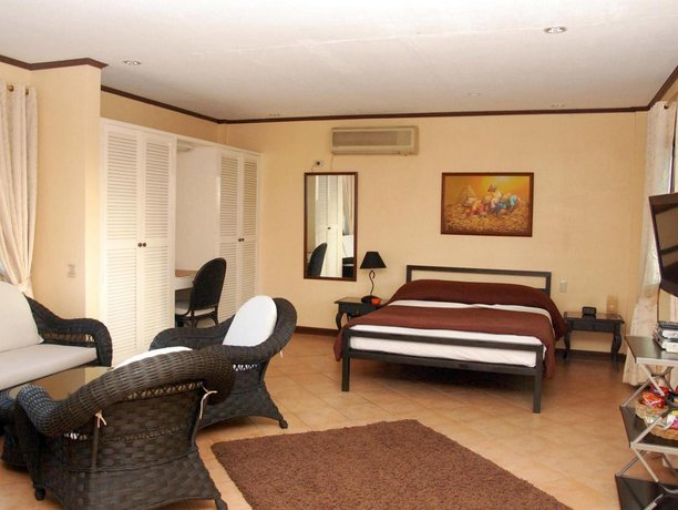 Guest Friendly Hotels in Angeles City - Royal Apartelle