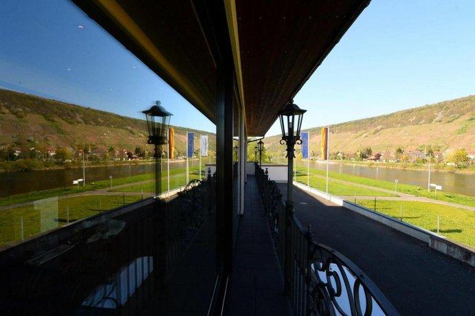 Hotel Straubs Schone Aussicht Klingenberg Am Main Compare Deals