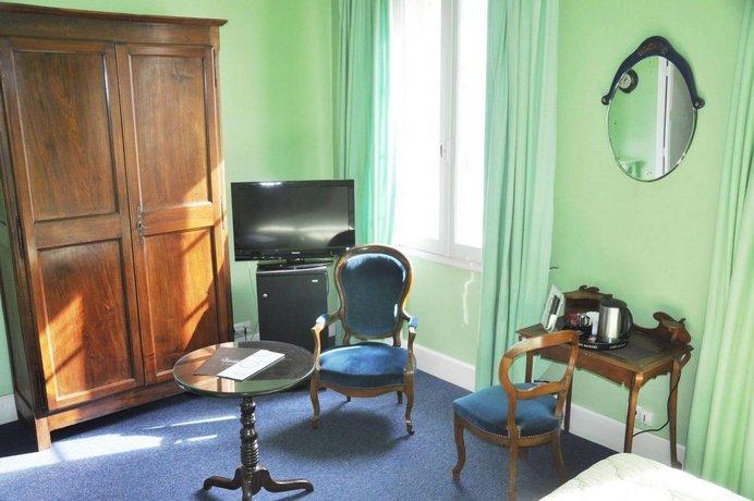 hotel de france auch compare deals. Black Bedroom Furniture Sets. Home Design Ideas