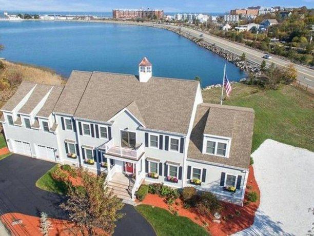 The Beacon Luxury Waterfront Inn