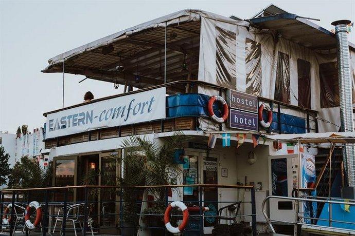Eastern Comfort hostelboat