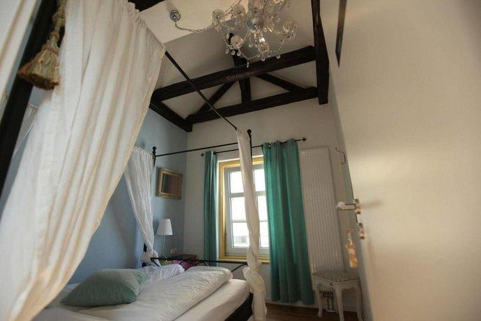 Old kings fuessen design hostel fussen compare deals for Fussen design hotel