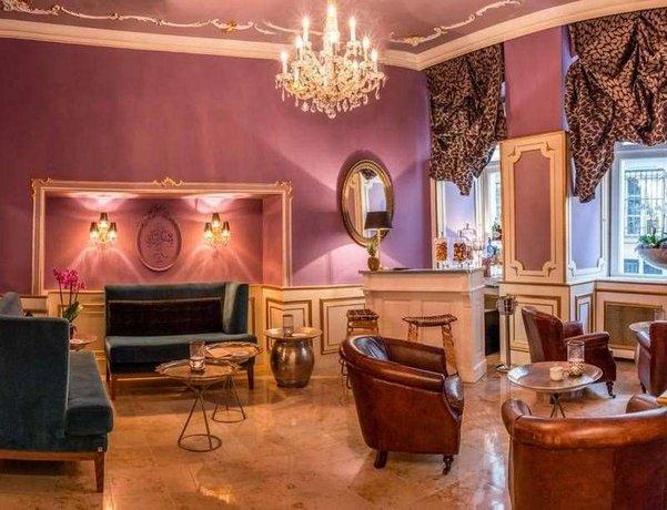 Four Star Hotels in Vienna: Schlosshotel Romischer Kaiser