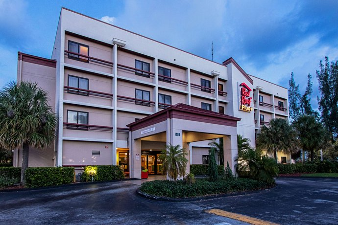 red roof inn plus miami airport compare deals. Black Bedroom Furniture Sets. Home Design Ideas
