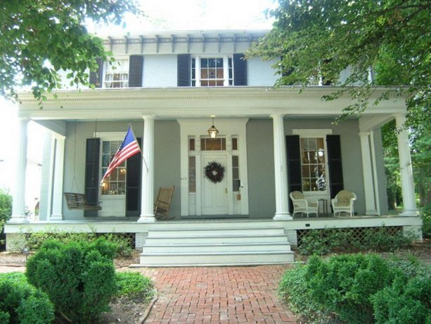 Carriage Inn Bed and Breakfast