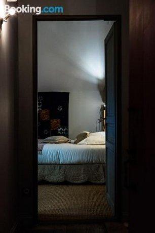 la maison du herisson macon compare deals. Black Bedroom Furniture Sets. Home Design Ideas