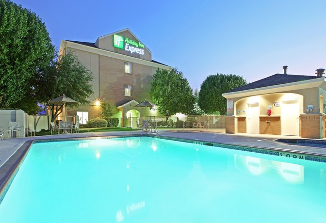 Holiday Inn Express Hotel & Suites DFW - Grapevine