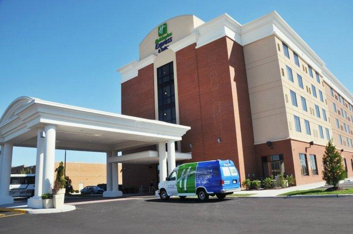 Holiday Inn Express Hotel & Suites Norfolk International Airport