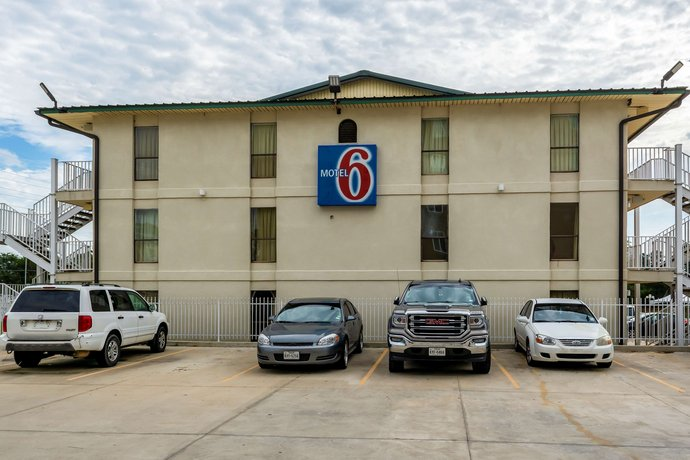 Motel 6 Lake Charles On The Bayou