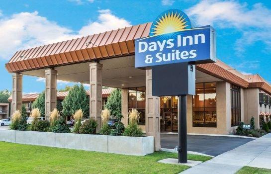 Days Inn & Suites by Wyndham Logan