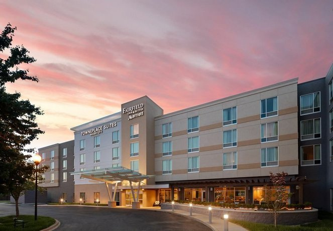 Fairfield Inn and Suites By Marriott Louisville Northeast
