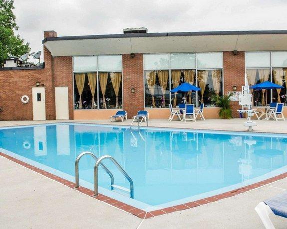 Quality Inn Riverfront