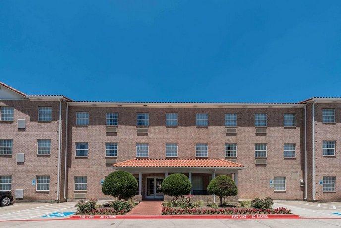 Hawthorn Suites by Wyndham Addison Galleria