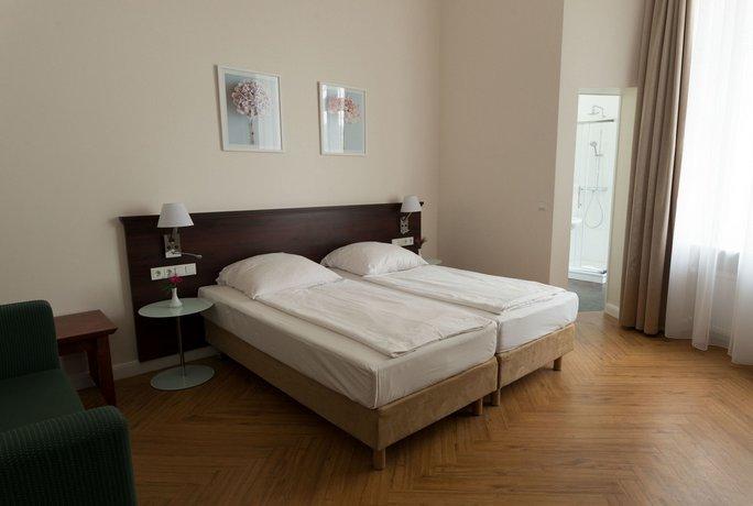 Rewari Hotel Berlin Compare Deals