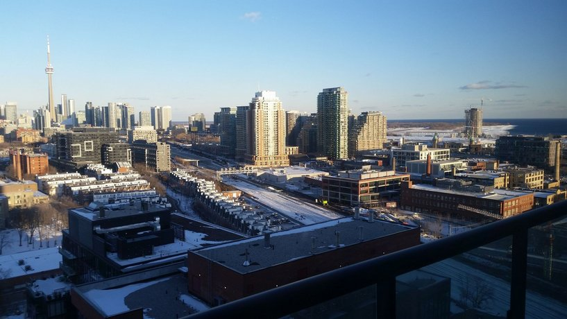 Life Suites Soho 2 Bed 2 Bath CN Tower View