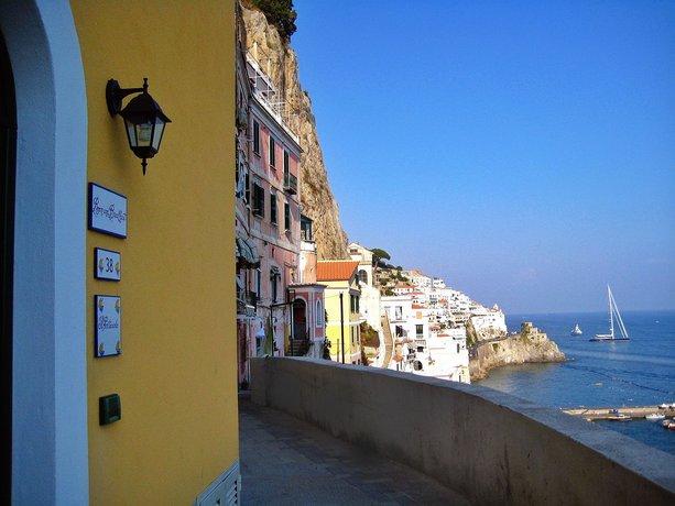 Il Porticciolo Di Amalfi