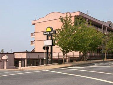 Downtown Inn & Suites