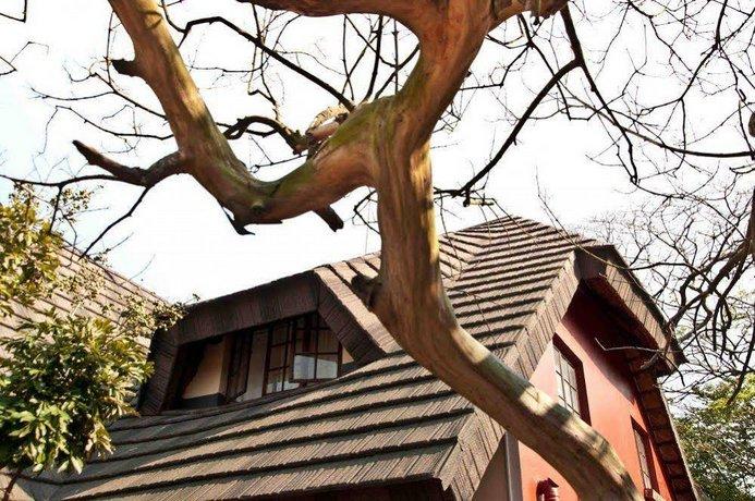 Woodpecker Inn
