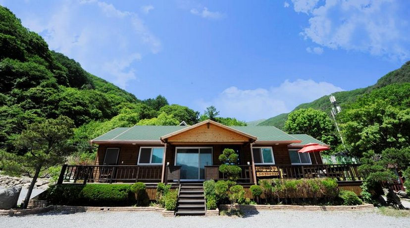 Gapyeong Deep Mountain & Valley Villa Pension
