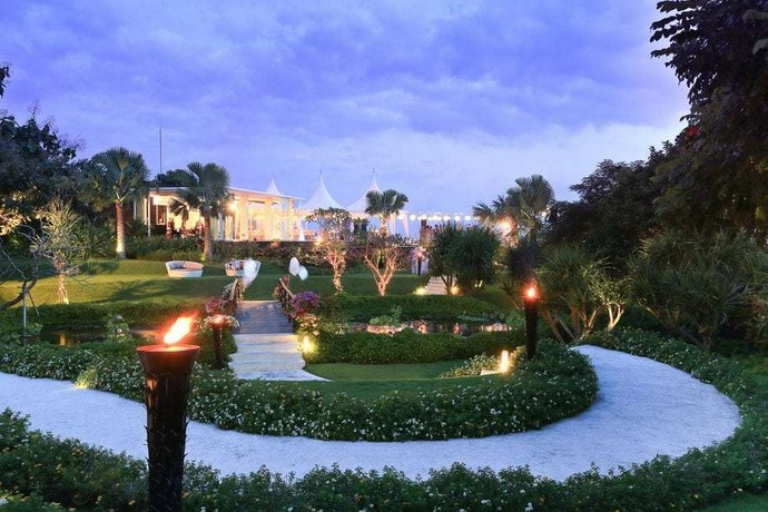 The Sanctus Villa