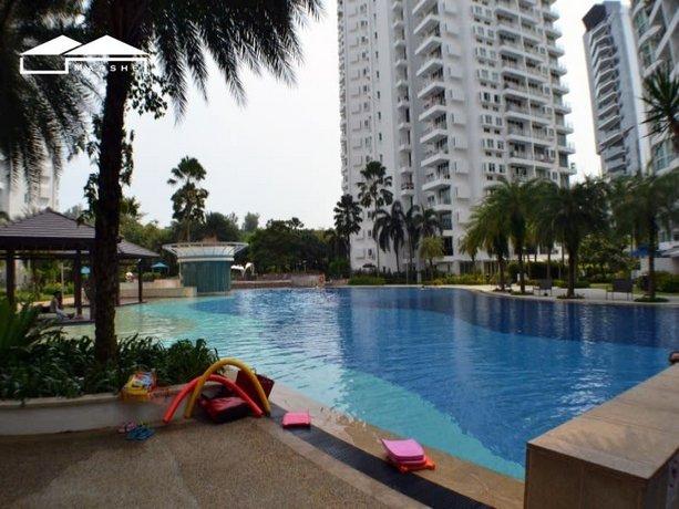 Homestay - Condominium next to seaside mall