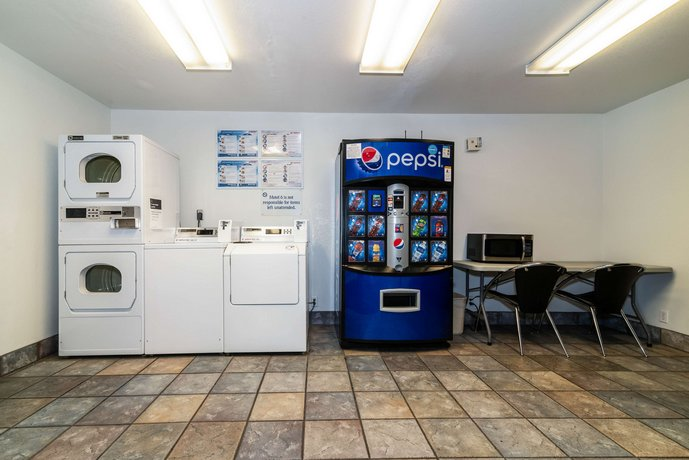 Motel 6 Palm Springs East - Compare Deals